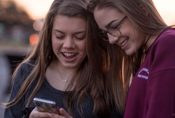 L'impact d'Internet et des médias sociaux dans le développement de la sexualité des adolescents